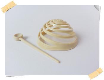 งอบ (มวยผม) มี 2 แบบ สีขาว และน้ำตาล